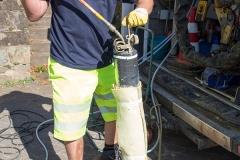 Einbringen des Sanierungspackers in den Kanal