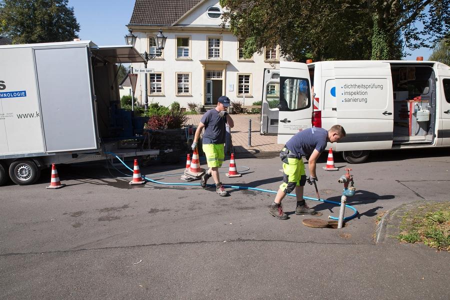 Sanierungsanlage positionieren und Wasser tanken